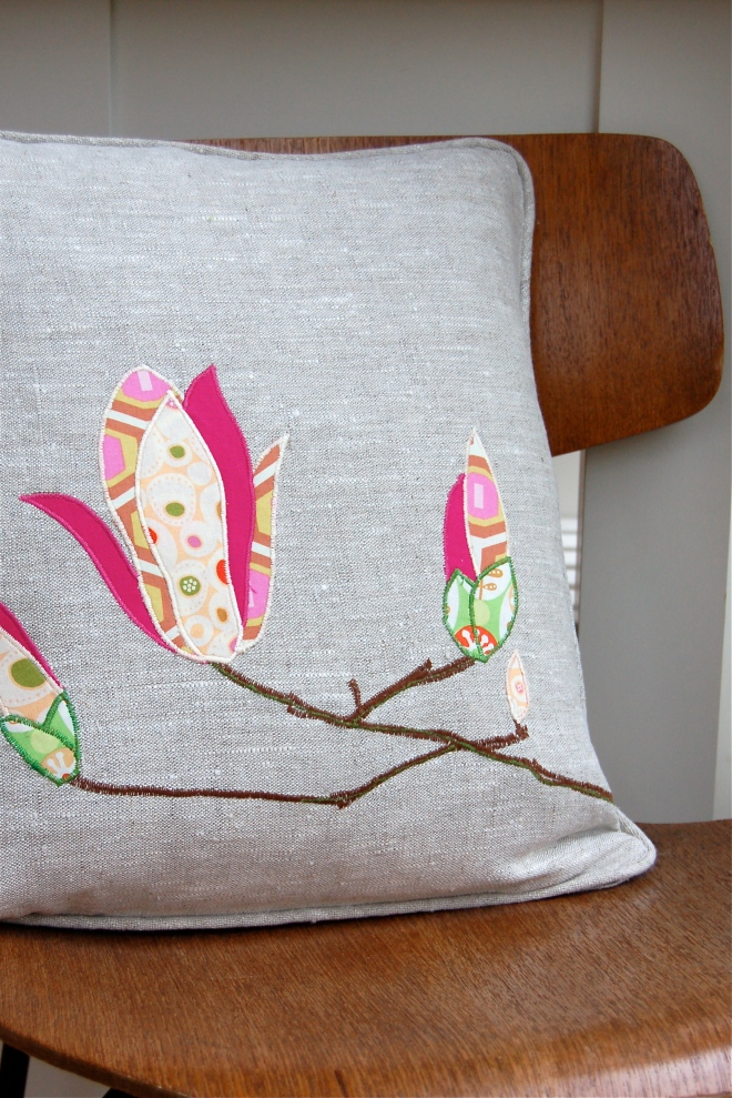 Magnolia cushion